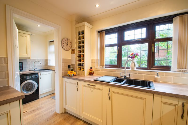 4 bed house for sale in Windermere Drive 6