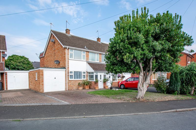 3 bed house for sale in Moorfield Drive 1