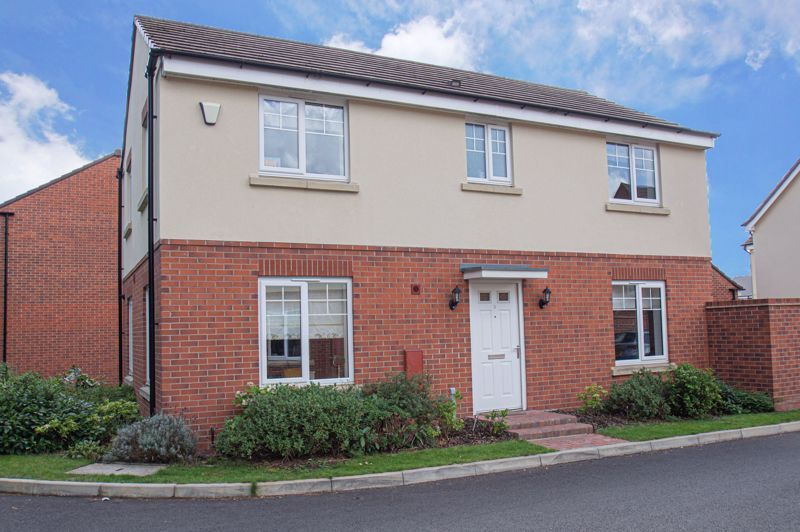 4 bed house for sale in Dawn Close  - Property Image 1