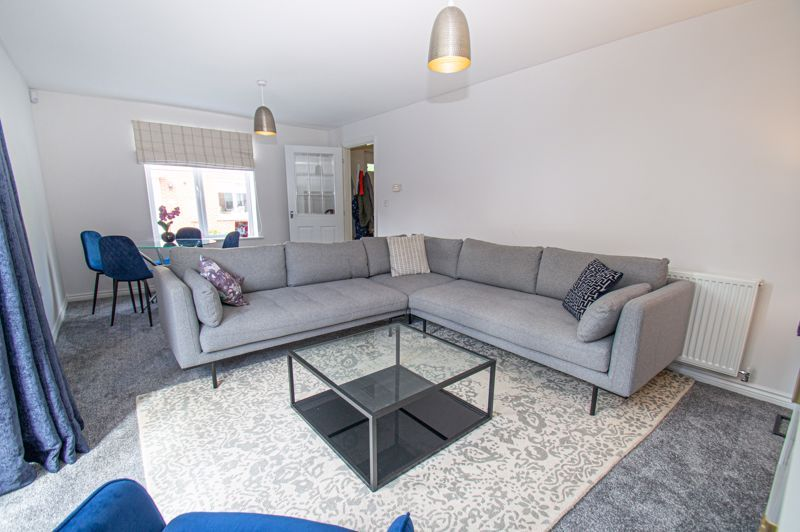 4 bed house for sale in Dawn Close  - Property Image 2