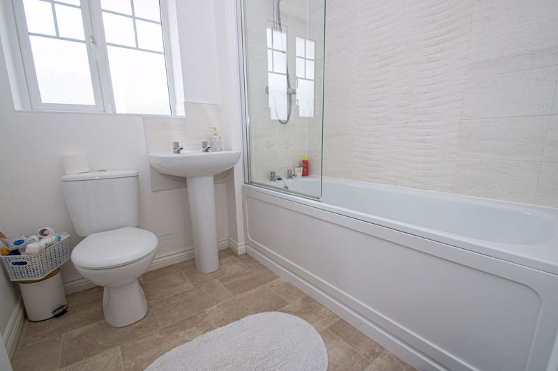 4 bed house for sale in Dawn Close 12