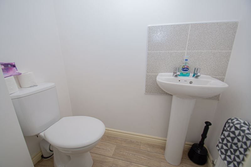 4 bed house for sale in Dawn Close  - Property Image 14