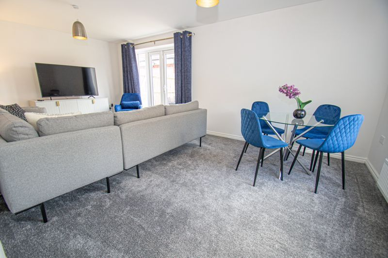 4 bed house for sale in Dawn Close  - Property Image 3