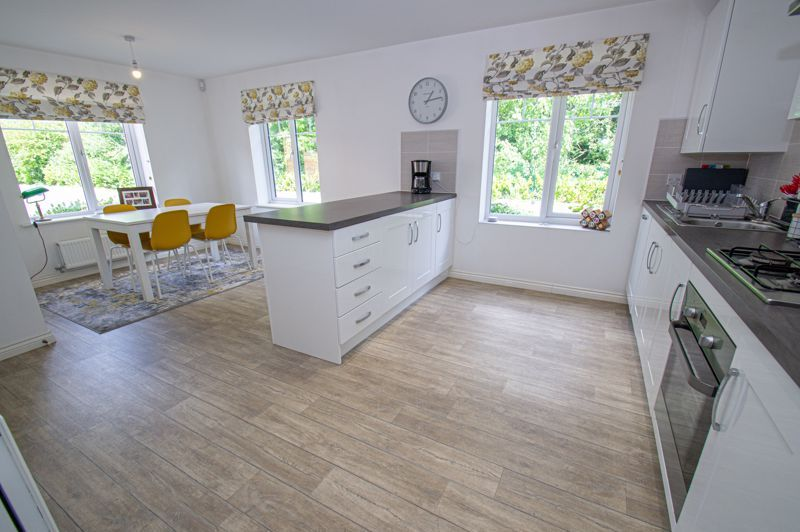 4 bed house for sale in Dawn Close 5