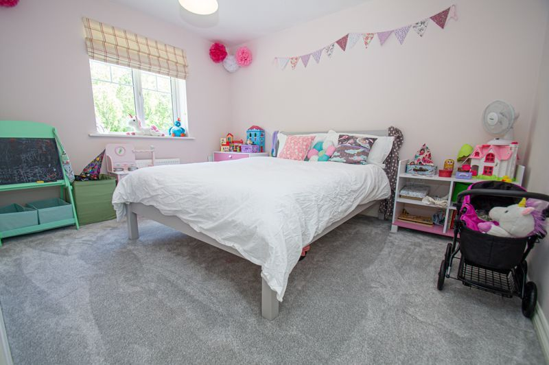 4 bed house for sale in Dawn Close 9