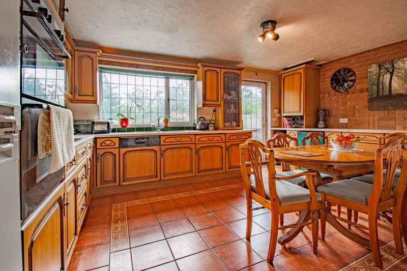 4 bed bungalow for sale in Redditch Road 7