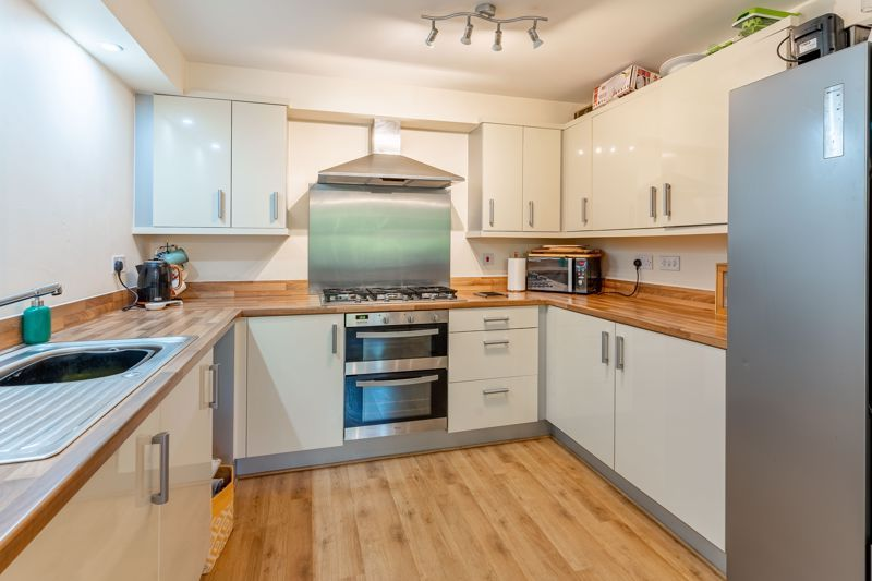 4 bed house to rent in John Corbett Drive 2