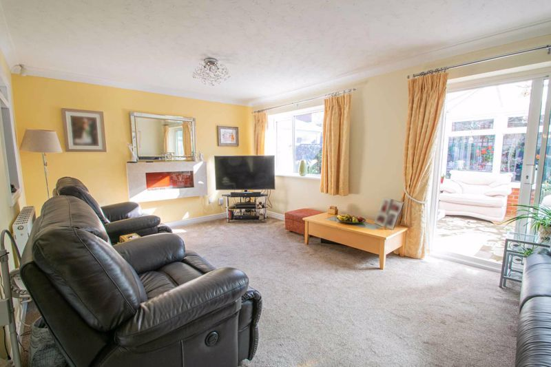 4 bed house for sale in Hamilton Avenue  - Property Image 2