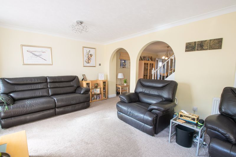 4 bed house for sale in Hamilton Avenue  - Property Image 3
