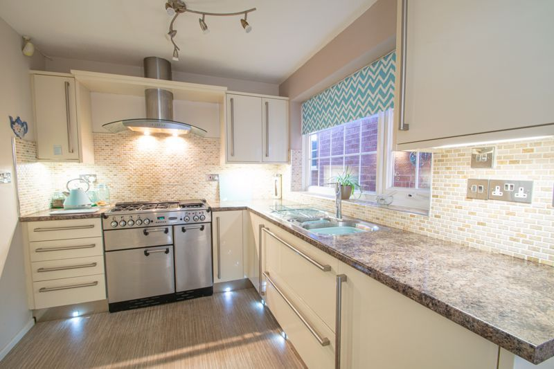 4 bed house for sale in Hamilton Avenue  - Property Image 5