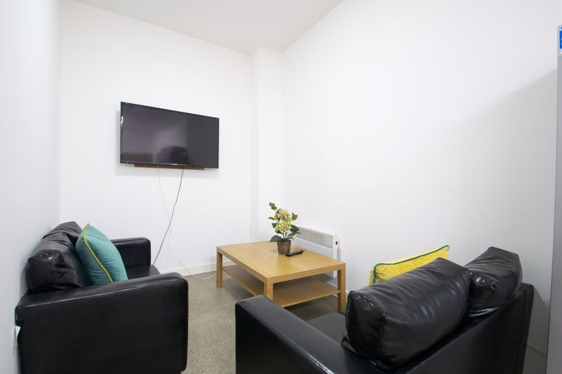 1 bed flat to rent in Pennant Road 2