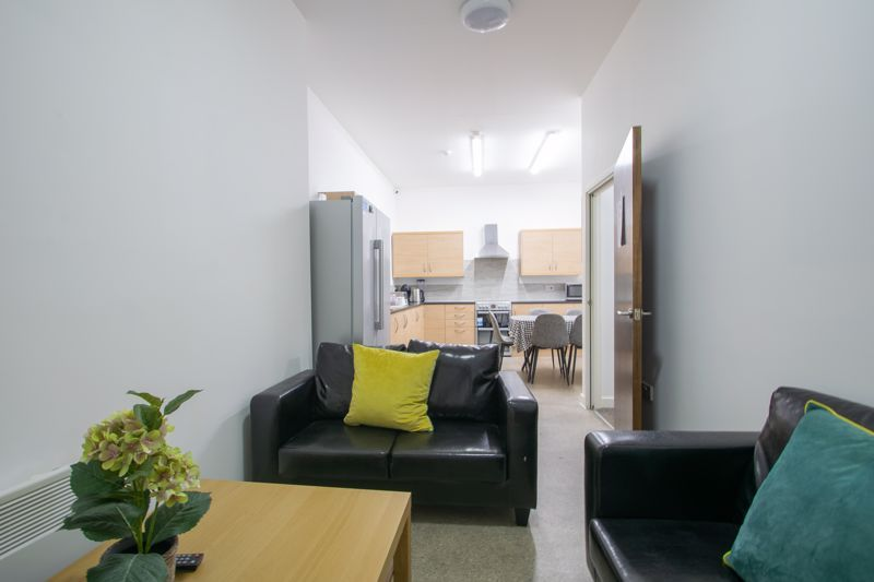 1 bed flat to rent in Pennant Road 3