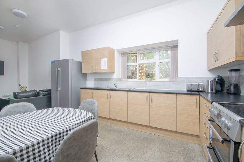 1 bed flat to rent in Pennant Road 6