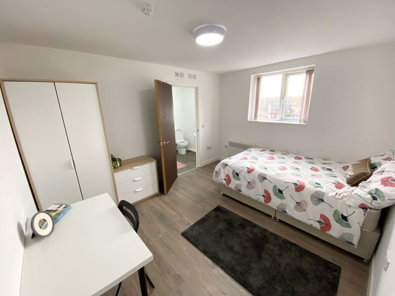1 bed flat to rent in Pennant Road 10