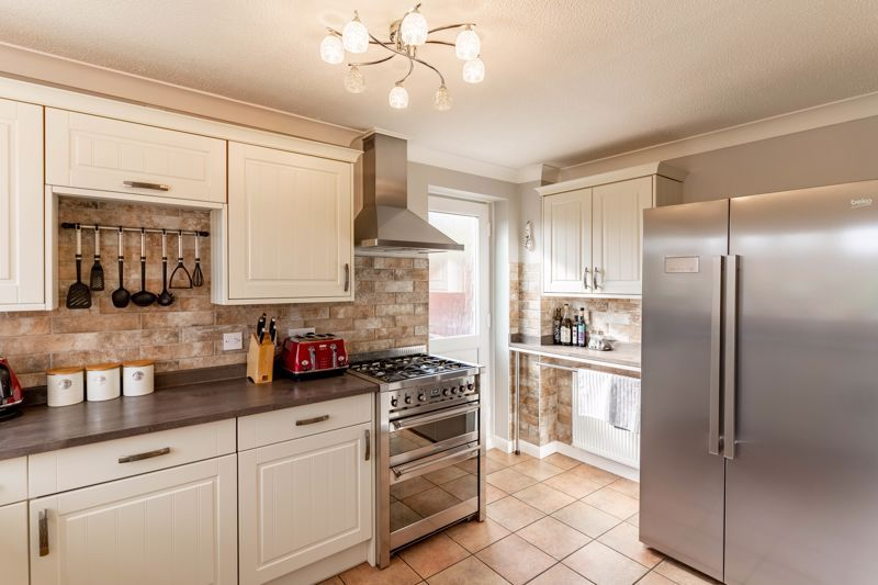 3 bed house for sale in Wroxall Close 2