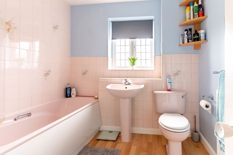 3 bed house for sale in Wroxall Close 11