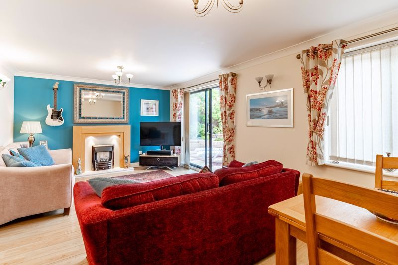 3 bed house for sale in Wroxall Close 4