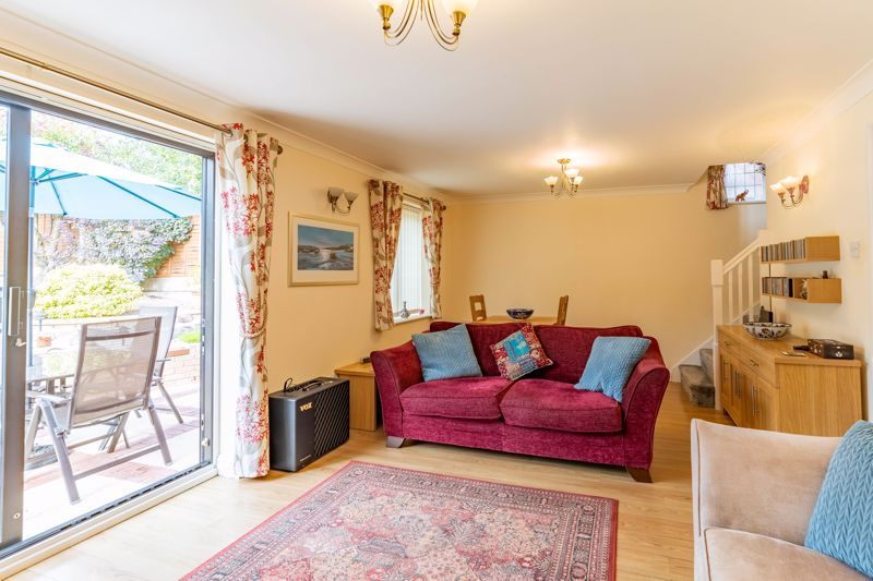 3 bed house for sale in Wroxall Close 5