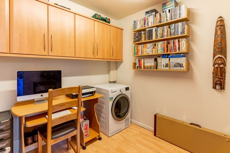 3 bed house for sale in Wroxall Close 6