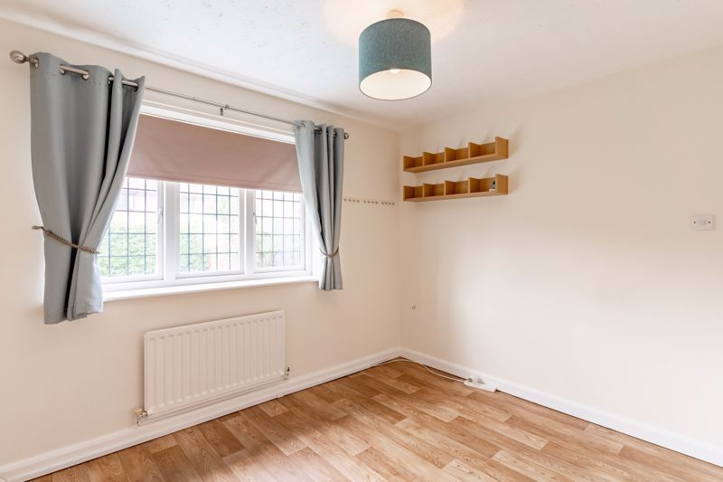 3 bed house for sale in Wroxall Close 9