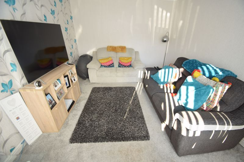 4 bed house to rent in Havergal Walk  - Property Image 4