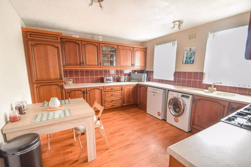 4 bed house to rent in Havergal Walk  - Property Image 6