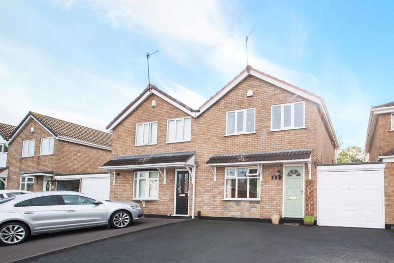 3 bed house for sale in Ravensitch Walk - Property Image 1