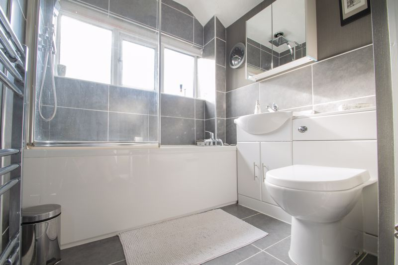 3 bed house for sale in Ravensitch Walk 11