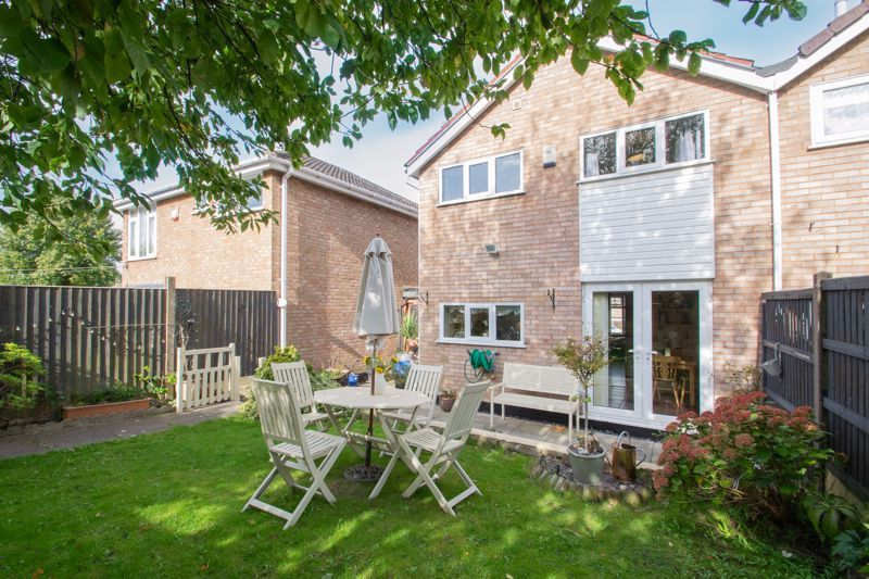 3 bed house for sale in Ravensitch Walk 13