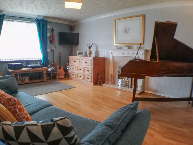 3 bed house for sale in Ravensitch Walk 4