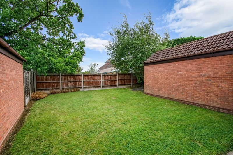 3 bed house for sale in Avon Close 13