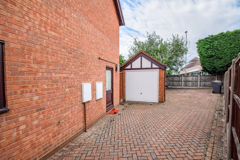 3 bed house for sale in Avon Close 14