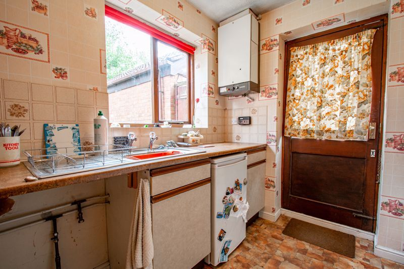 3 bed house for sale in Avon Close 5