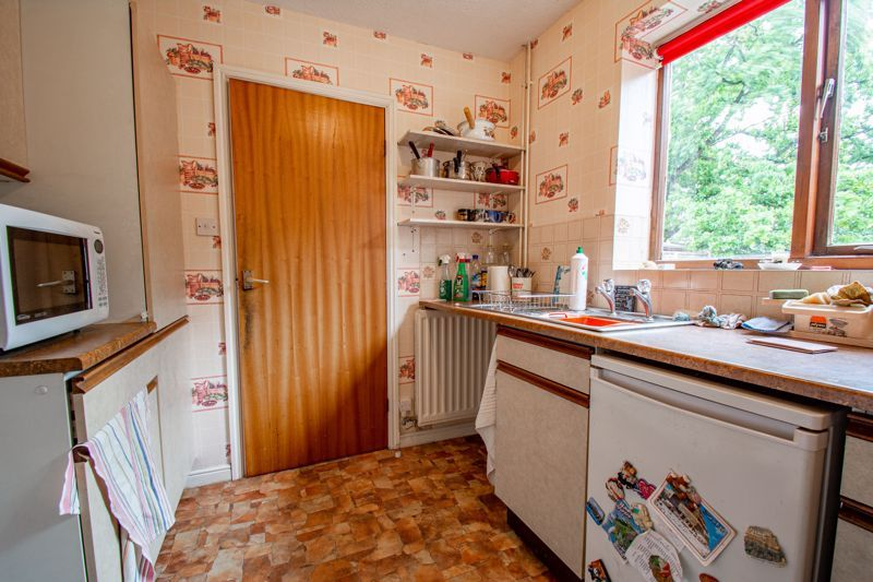 3 bed house for sale in Avon Close 6