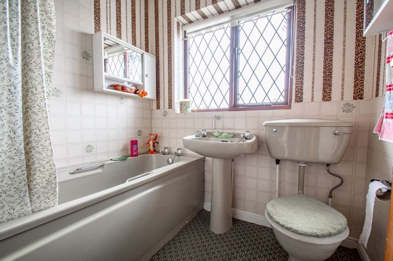 3 bed house for sale in Avon Close 7