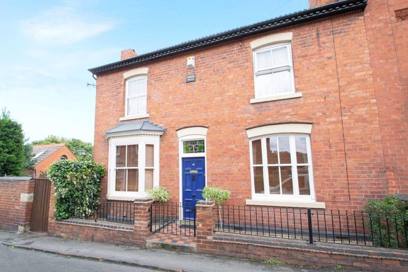 3 bed house for sale in Mount Road - Property Image 1