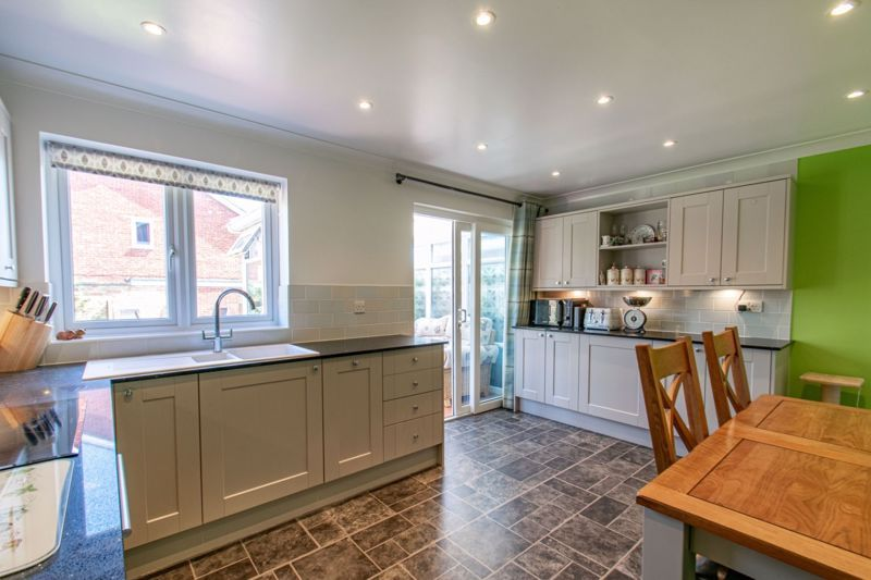3 bed house for sale in Salford Close 2