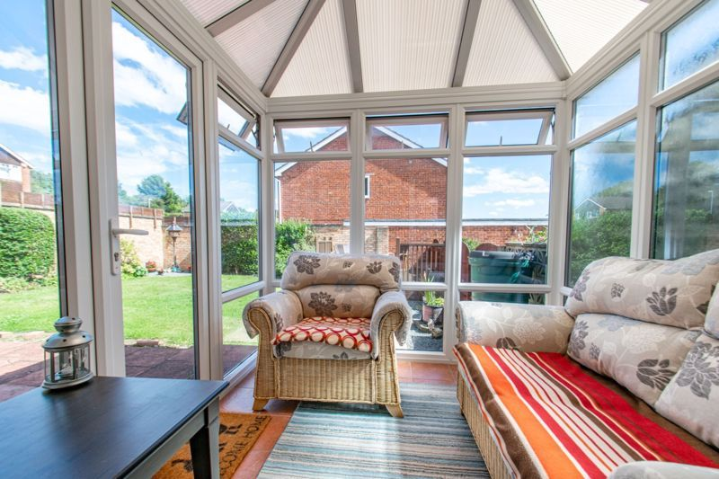 3 bed house for sale in Salford Close 6