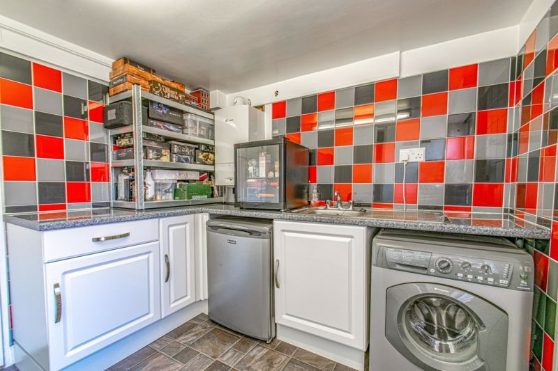 3 bed house for sale in Salford Close 7