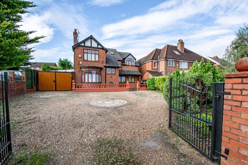 3 bed house for sale in St. Kenelms Road  - Property Image 1