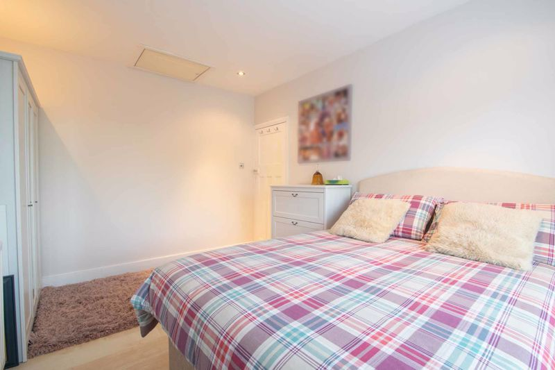 3 bed house for sale in Perry Hill Road 19