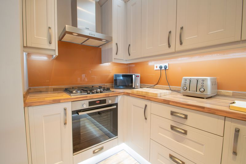 3 bed house for sale in Perry Hill Road 4