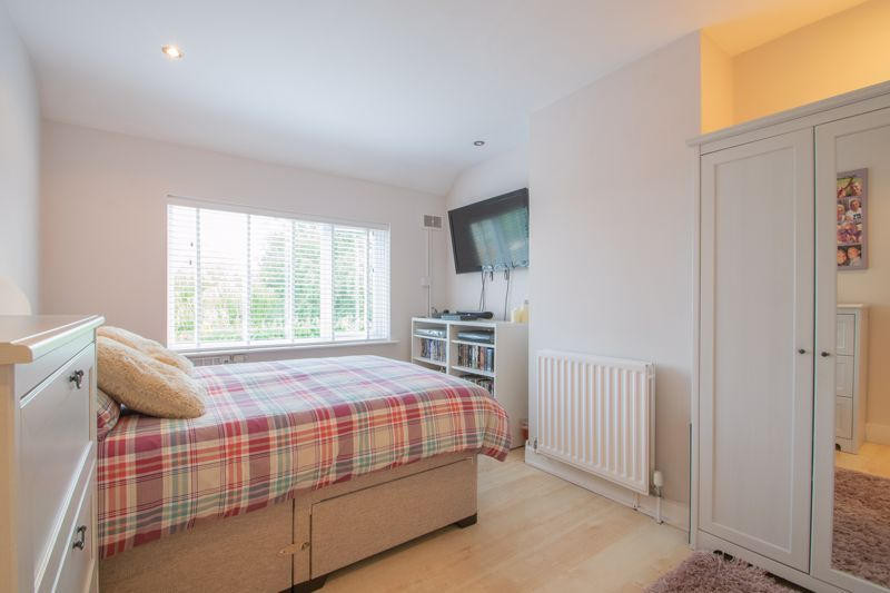 3 bed house for sale in Perry Hill Road 8