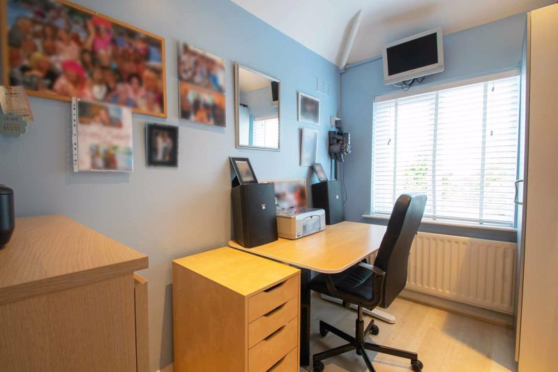 3 bed house for sale in Perry Hill Road 9
