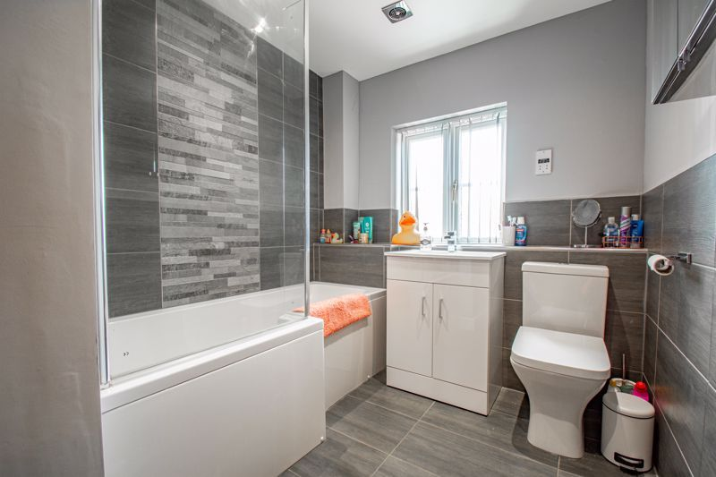 4 bed house for sale in Railway Walk  - Property Image 11