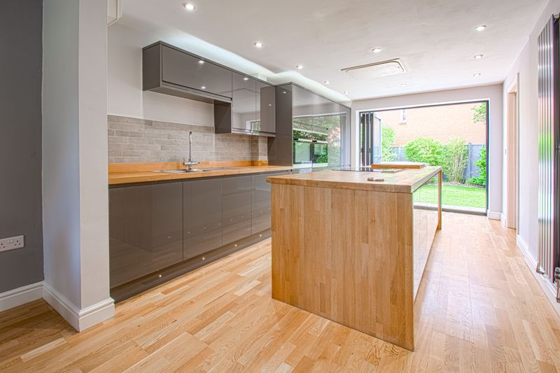 4 bed house for sale in Railway Walk  - Property Image 3