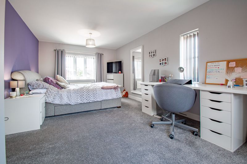 4 bed house for sale in Railway Walk 8