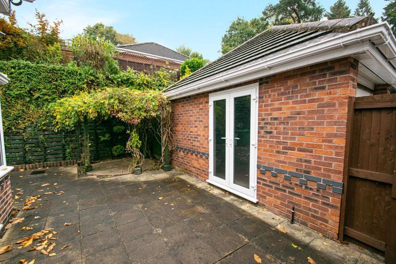 2 bed bungalow for sale in Lords Lane 14