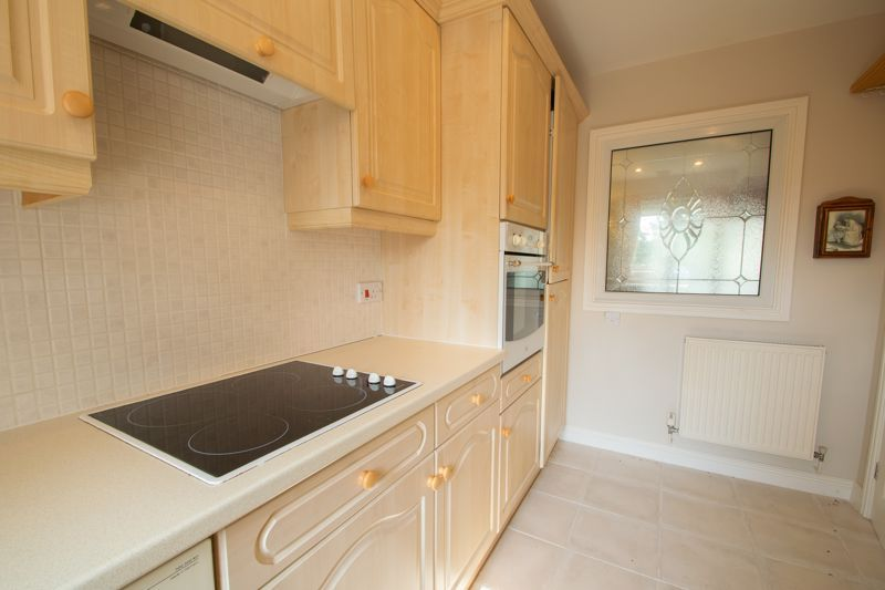 2 bed bungalow for sale in Lords Lane 6
