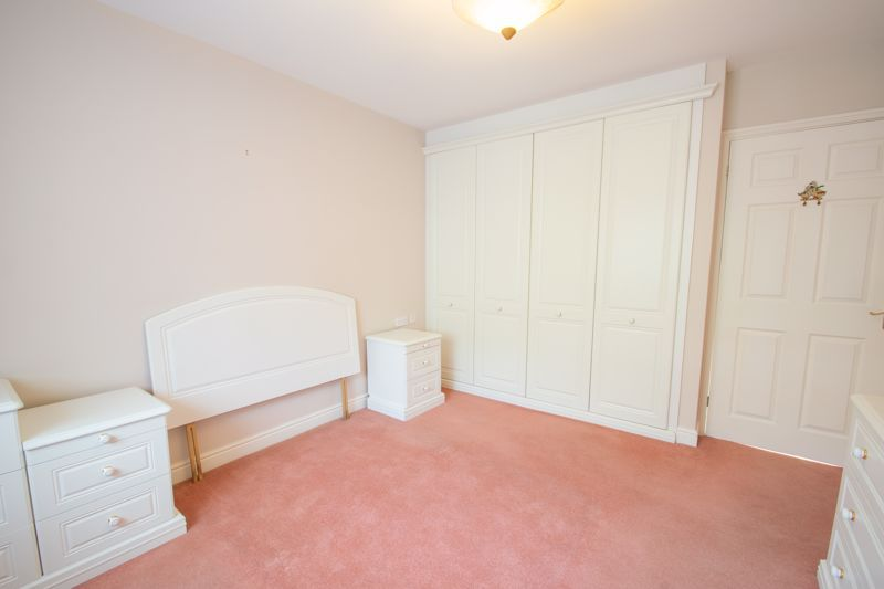 2 bed bungalow for sale in Lords Lane 8
